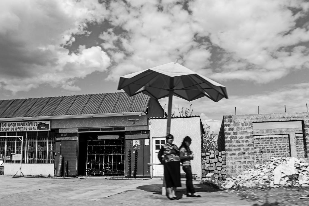 Atravessando a cidade de Ararate.